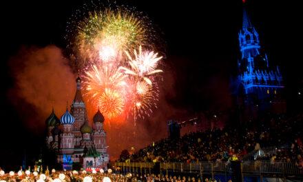 Spasskaya Tower Military Tattoo Moscow –  DER Höhepunkt der Geschichte